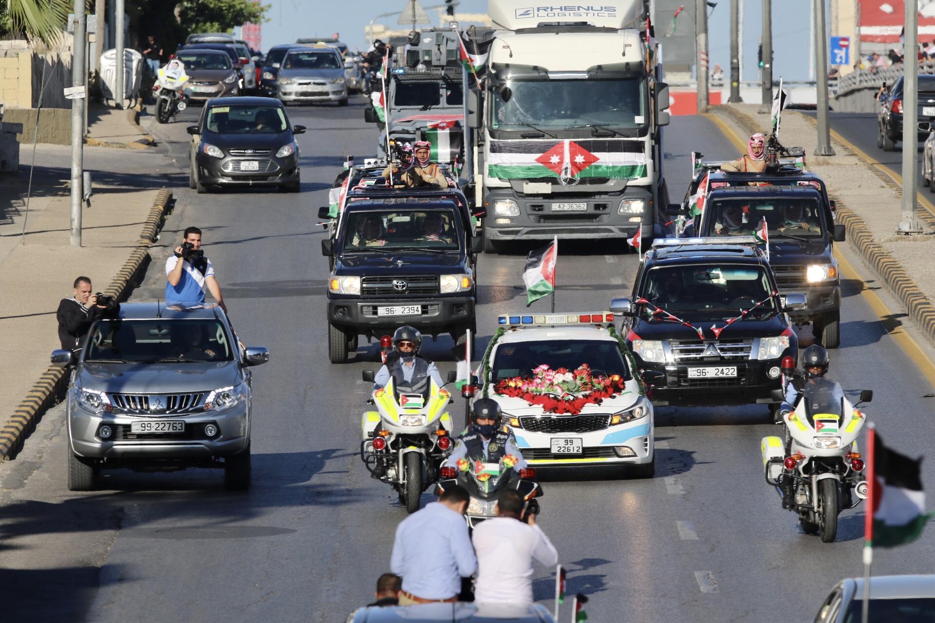 موكب في أحد شوارع عمان احتفالا بعيد الاستقلال 74. (صلاح ملكاوي/ المملكة)