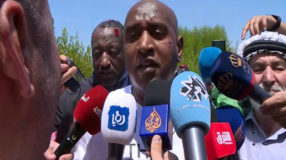 الأسير الأردني عبد الله نوح أبو جابر (44 عاماً) لحظة الافراج عنه ووصوله إلى الأردن. (المملكة)