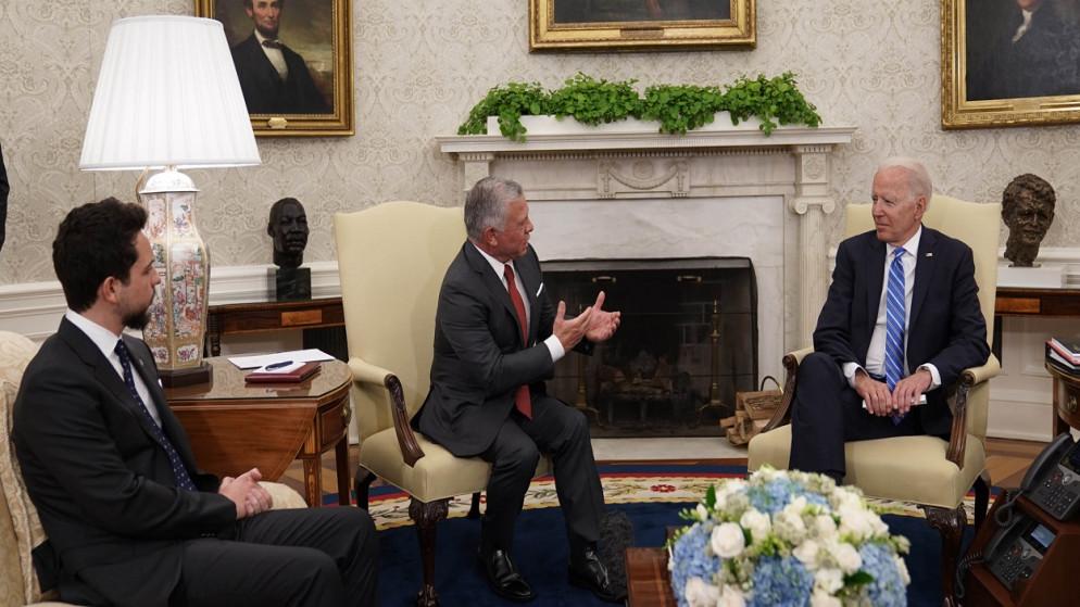 الرئيس الأميركي جو بايدن في استقبال جلالة الملك عبدالله الثاني لدى وصوله إلى البيت الأبيض