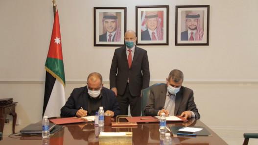 الحكومة توقع 4 اتفاقيات زراعية تهدف للتشغيل