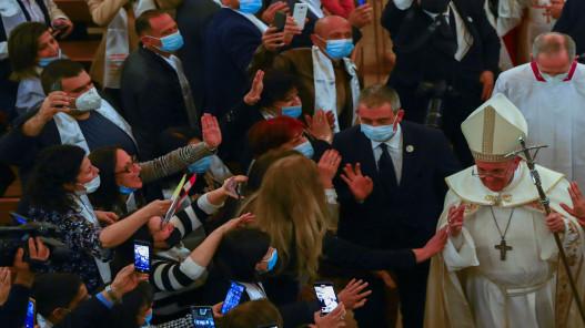 بالزغاريد والبخور لاقى المصلون البابا في أول قداس له في بغداد