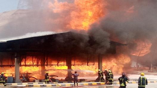 السيطرة على حريق خطوط ناقلة للنفط بمصفاة البترول في العقبة