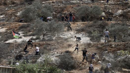 إصابة عشرات الفلسطينيين خلال مواجهات مع قوات الاحتلال الإسرائيلي في نابلس