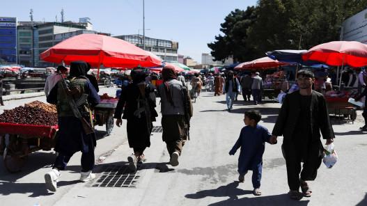 ناشطات أفغانيات ينظمن احتجاجا أمام وزارة شؤون المرأة المغلقة في كابل