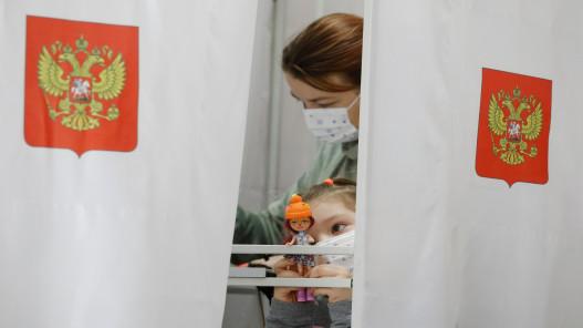 الحزب الحاكم الروسي يتصدّر الانتخابات في استحقاق أقصيت منه المعارضة