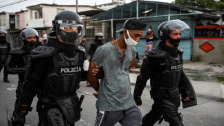 """الرئيس الكوبي يقول إن بلاده فيها """"ما يكفي من الثوار"""" لمواجهة أي تظاهرات"""