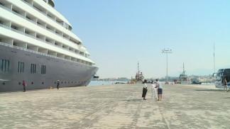 باخرة تحمل سياحا سعوديين تصل ميناء العقبة